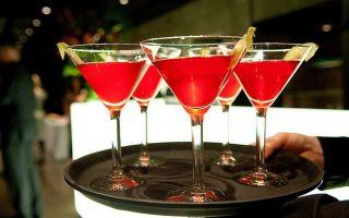 Коктейль «Космополитен» — знаменитый женский напиток