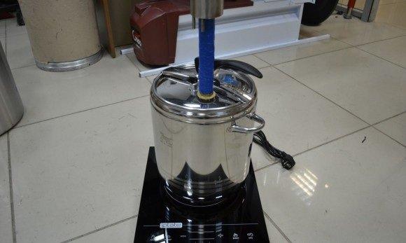 На индукционной плите можно нагревать только кубы из нержавеющей стали и чугуна