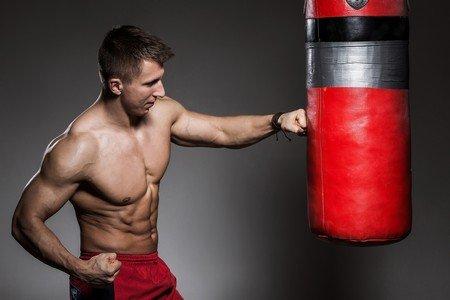 боксер на тренировке