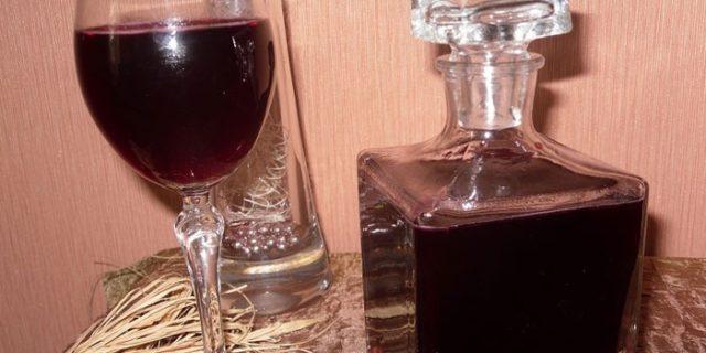 Как сделать настойку из смородины на самогоне, водке, спирте