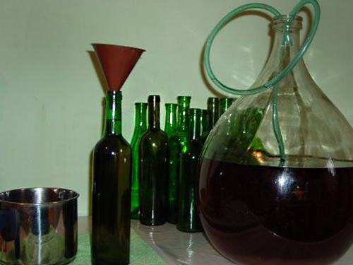переливание в бутылки