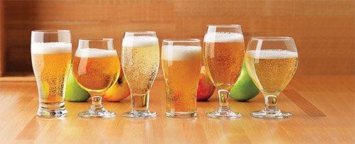 стакан с различными коктелями