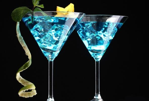 голубая лагуна в бокале