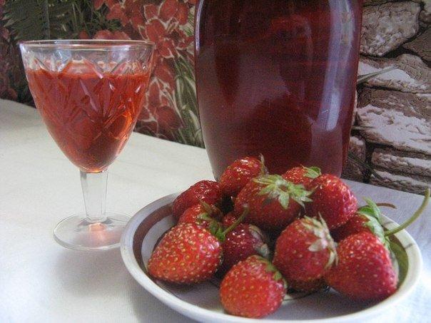 ягоды в тарелочке