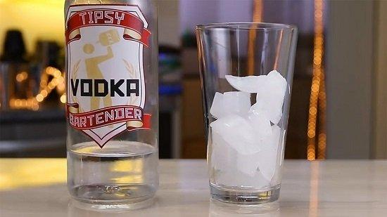 водка со льдом
