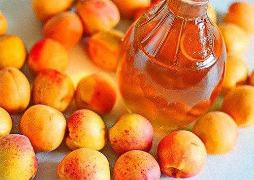 куча абрикос