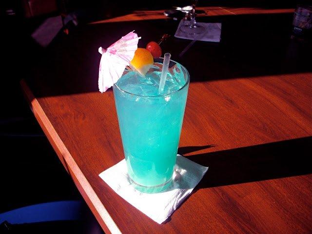 напиток на столе