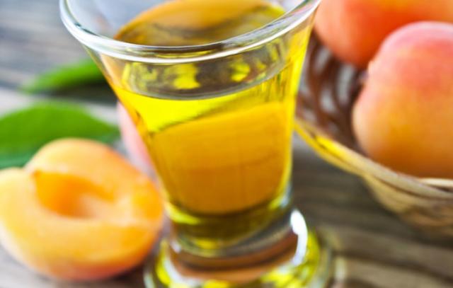 Рюмка абрикосовки