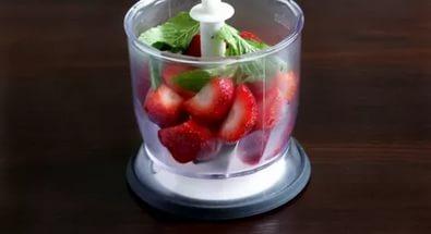мнем ягодки в блендере