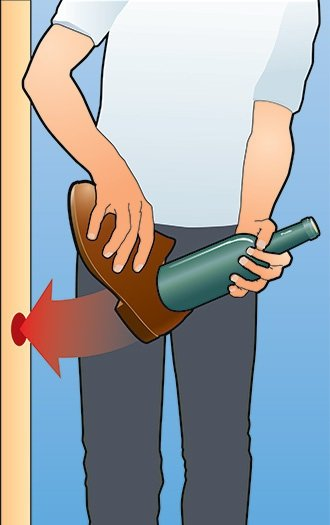 ударяем бутылкой по стене