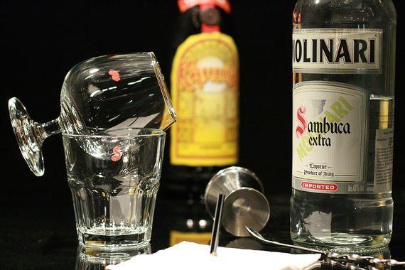 Обзор лучших способов как пить самбуку