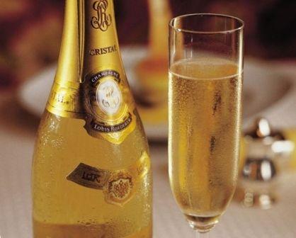 Первый раз засунула бутылку шампанского