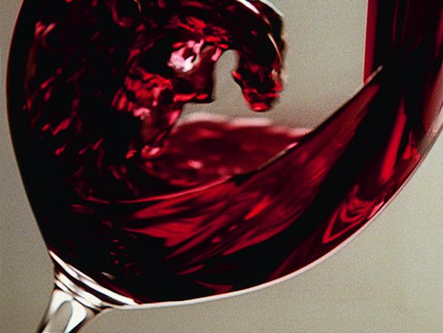 вино Пино Нуар в бокале