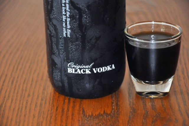 бокал с черной водкой