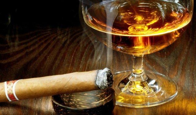 коньяк и сигарета