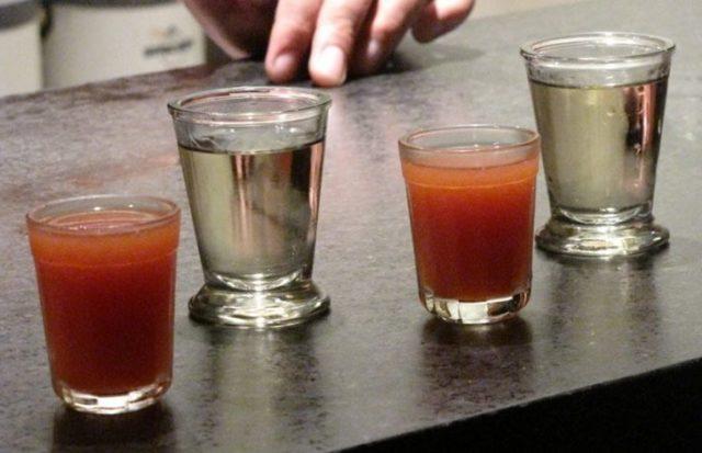 Текила с томатным соком и табаско
