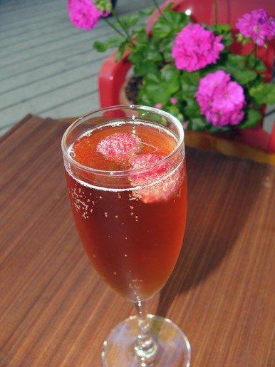 Коктейль с ликером и шампанским
