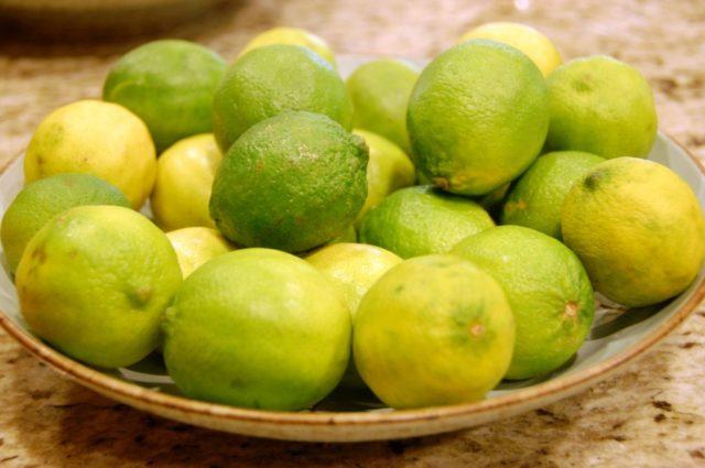 лимоны с пятнами на кожуре