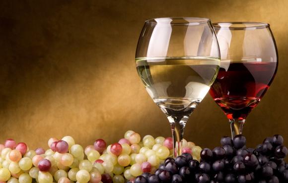 вино каберне совиньон в бокале