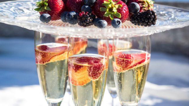 шампанское и фрукты