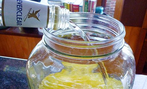 залить лимоны водкой