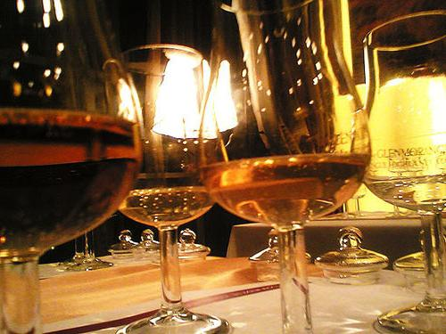 виски в бокале тюльпан
