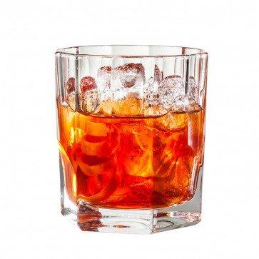 Vana Tallinn в стаканах для виски