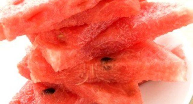 Ломтики арбуза, маринованные втекиле, скрупной солью