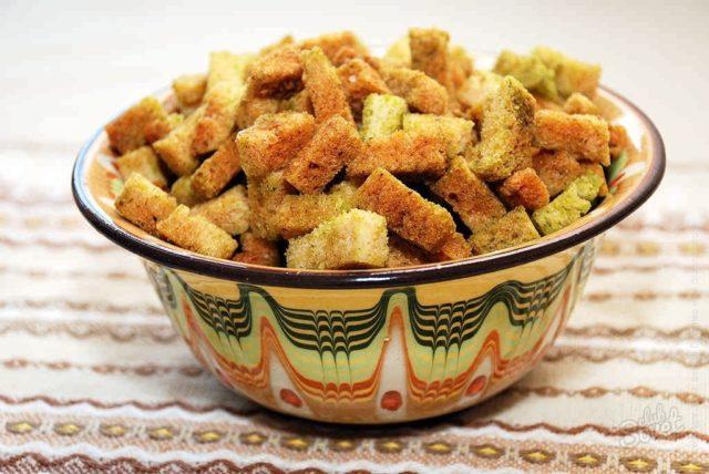Сухарики с солью и горчицей