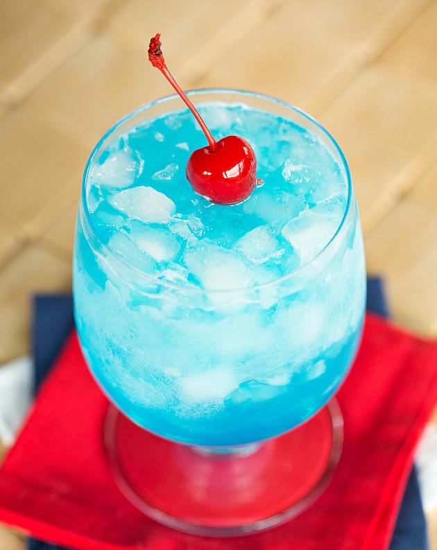 коктейль Голубой байонет