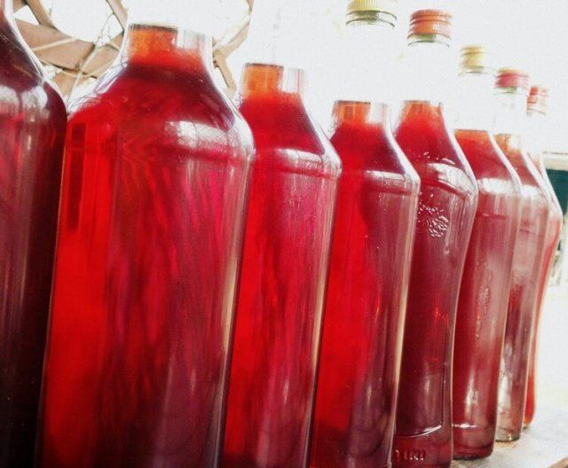 Вино из изюма, кураги и бузины