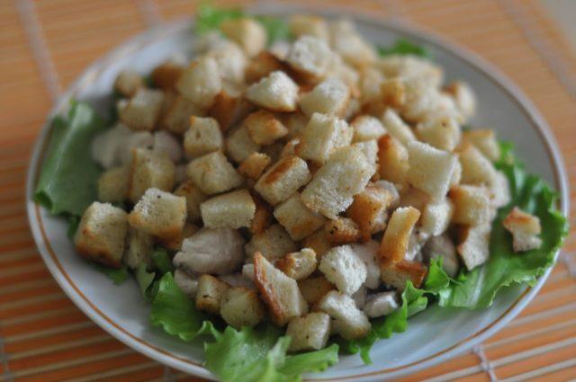 Сухарики для салата Цезарь