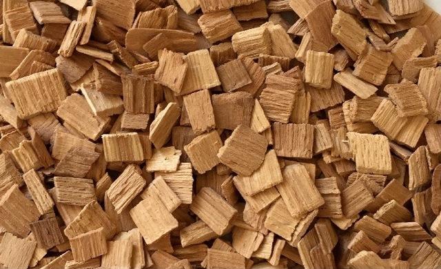 Щепа для копчения сала, оптимальный выбор древесины, ее породы и качества