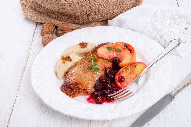 Копченая цесарка: рецепты горячего и холодного копчения