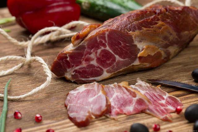 Как закоптить свиной окорок в домашних условиях, опыт кулинаров